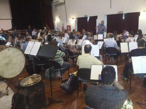 Los músicos, en el ensayo previo.