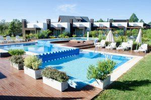 El lujoso hotel que se atribuye a los Báez.