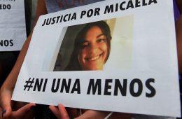 TELAM  08-04-17 Rosario: Convocados por el colectivo #NiUnaMenos, gran cantidad de rosarinos se movilizaron para exigir justicia por Micaela García, la joven encontrada hoy asesinada en Gualeguay. Foto: José Granata